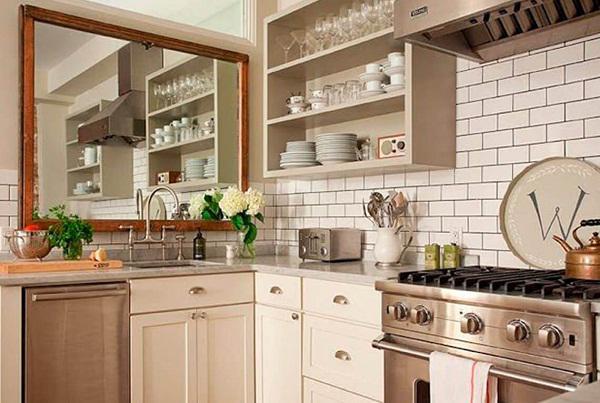 Không nên đặt gương sau khu vực bếp.